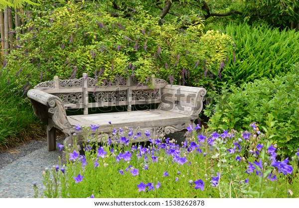 peaceful-place-between-flowers-600w-1538