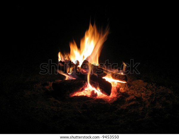 Peaceful wood Campfire at Night with flames Hygge