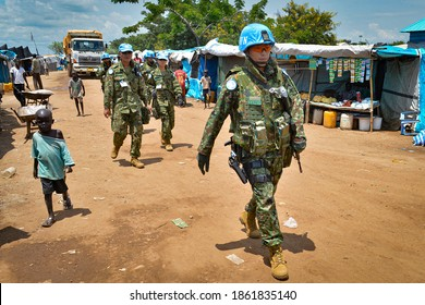 Peacekeeper troops from Japan deployed by the United Nations Mission in South Sudan (UNMISS), patrol on foot in Juba on 06.08.2015