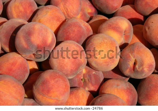 peaches piled high at the farmers market