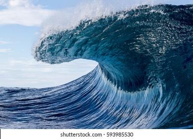 peaking wave