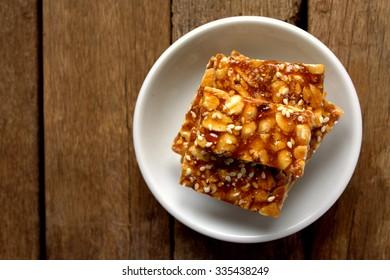Peanut and sesame brittle