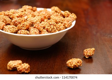 Peanuts covered with honey and sesame seeds