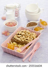 with pear crumble with chocolate cream in a pink ceramic form with pink spoons