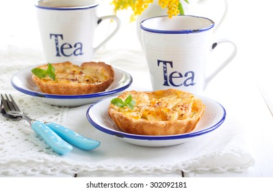 Pear mini tarts and cups of tea