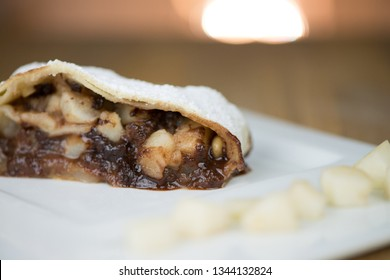 Pear strudel: Pear cake with chocolate strudel