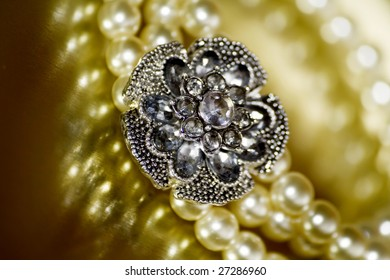 pearl bangle with zircon flower