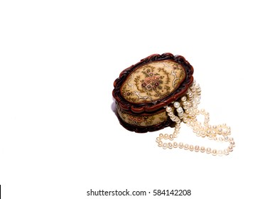 Pearl necklace and brown casket