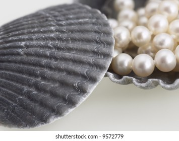pearl necklace sea shell elegant fashion jewelry