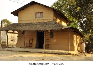 Peasant House Nepal, Chitwan National Park: Sauraha village on the border of Nepal and India. Traditional Indian village. Poor Indian mud house