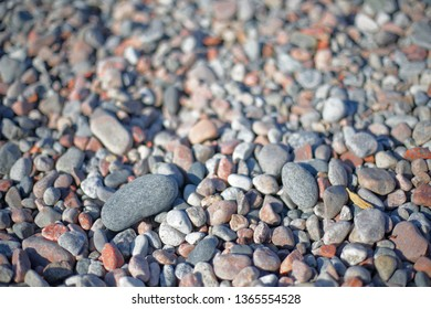 Pebbles in different sizes in warm evening light, short depth of focus