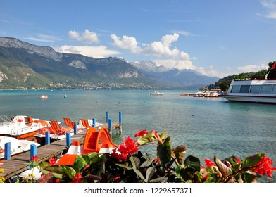pedalo and boat tour to visit annecy lake
