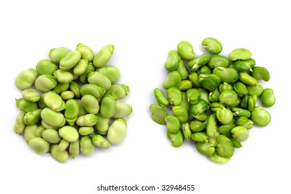 Peeled and unpeeled fresh broad beans