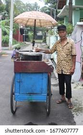 """Pekalongan/Indonesia - March  05, 2020 : """"gulai dok dok"""" seller, one of type traditional pekalongan food"""
