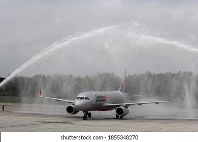 Pekanbaru, Indonesia. 10 December 2015: Inauguration of the first landing of an Airbus A320 Jetstar Asia by dousing the plane at Sultan Syarif Kasim II International Airport.