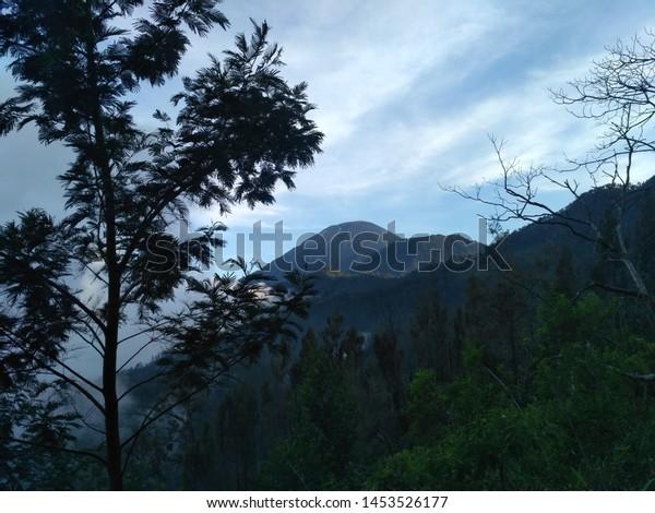 Pemandangan Di Gunung Bromo Indonesia Stock Photo Edit Now