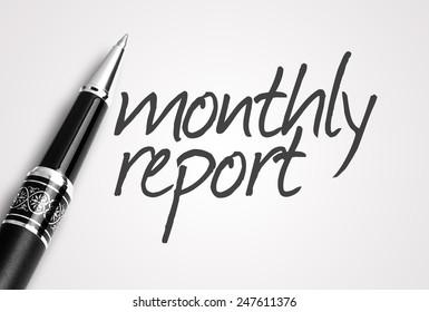 Stift schreibt monatlichen Bericht auf Papier