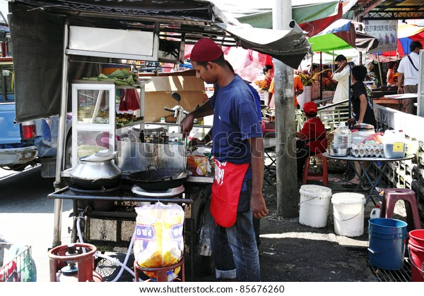 PENANG, MALAYSIA - FEBRUARY 13: A hawker vendor at his mee goreng street stall on February 13, 2010 in Air Itam, Penang, Malaysia. Penang is a world renown street hawker food tourist destination.