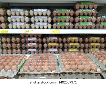 Egg in Tray On Shelf in Supermarket Images, Stock Photos & Vectors