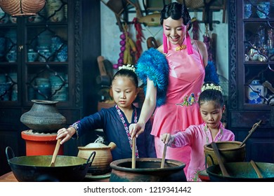 Penang,Malaysia-October 6th,2018:A beautiful adult model posing with two young girls.Chinese traditional clothing and house can be found in Peranakan Mansion in Penang.