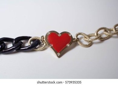Pendant in the form of heart on the big chain