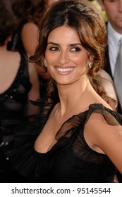 PENELOPE CRUZ at the 64th Annual Golden Globe Awards at the Beverly Hilton Hotel. January 15, 2007 Beverly Hills, CA Picture: Paul Smith / Featureflash