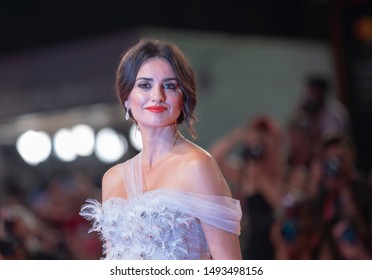 """Penelope Cruz walks the red carpet ahead of the """"Wasp Network"""" screening during the 76th Venice Film Festival at Sala Grande on September 01, 2019 in Venice, Italy."""