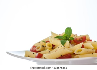 Penne rigate with cherry tomatoes and black pepper