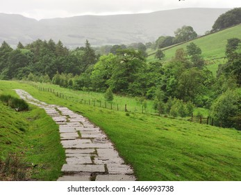 Pennine Way walking trail in the Edale countryside, Hope Valley, Derbyshire, Peak District, United Kingdom
