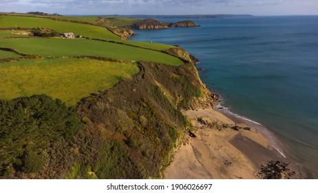 Pentewan Beach mit der Kopffläche, Saint Austell, Cornwall, Vereinigtes Königreich.
