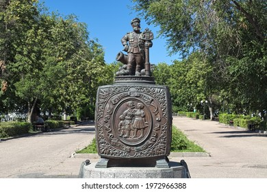 """PENZA, RUSSIA - AUGUST 15, 2018: Sculptural composition """"Casket of Russian folk proverbs"""". The composition by sculptor Valery Kuznetsov was unveiled on November 13, 2010."""