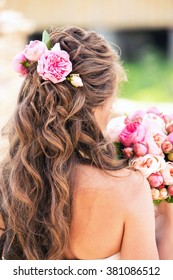 peonies in hair of the bride of pink color