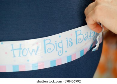People: Baby shower game, measure the waist