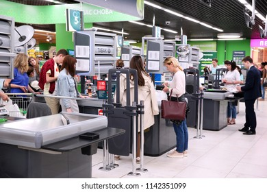 People at the box office in the supermarket to pay for purchases. Moscow. 11.07.2018