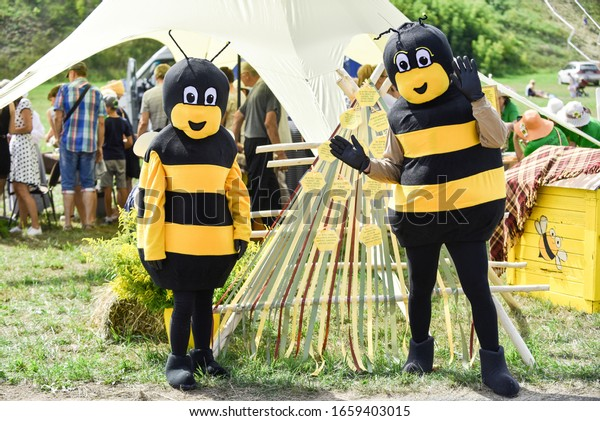 people-dressed-bee-costume-latvia-600w-1