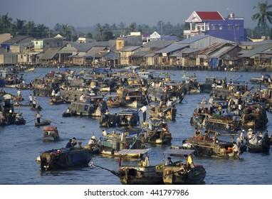 Menschen am Flooting Market am Mekong River nahe der Stadt Can Tho im Mekong Delta in Vietnam