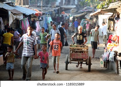 people at the Market in the city of Dili in the east of East Timor in southeastasia.     East Timor, Dili, November, 2009