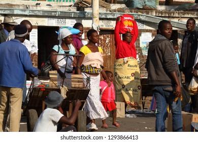 People on the African Market of Bulawayo in Zimbabwe, 16. September 2012