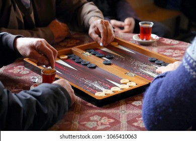 people playing backgammon