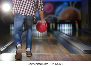 People playing in bowling