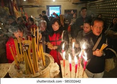people pray at Man MO Temple Hong Kong February 2017 , man mo budhist budhism temple hongkong