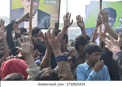 People are protesting the death of Nab officer in mian channu - Punjab pakistan - 2013