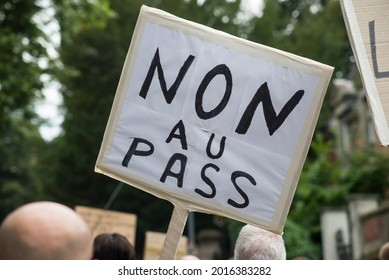people protesting in the street against the sanitary pass, with banner in french, non au pass, in english , no pass