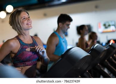 People running in treadmill in gym