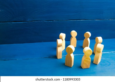 People stand in a circle. A circle of people. The concept of discussion and cooperation, coordination and cooperation. Communication. Business team, teamwork, team spirit. Wooden figures of people.