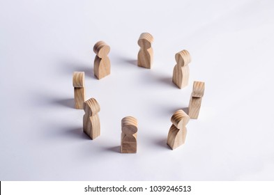 People stand in a circle and discuss. Concept business ideas, cooperation, teamwork, training and training. Solving problems and tasks. Businessmen gathered in a circle for a meeting.