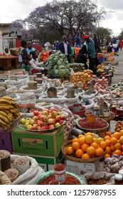 People at the street market of Bulawayo in Zimbabwe, 16. September 2012