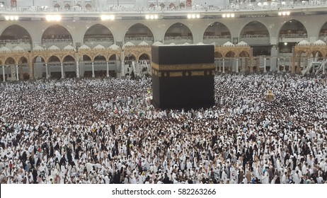 people at tavaf in Kaaba, Makkah, Saudia Arabia, 2015.