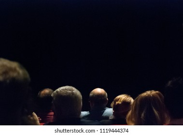 People at the theater, lights and shadows