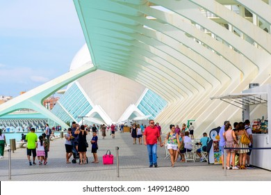 People visiting the City of Arts and Sciences.